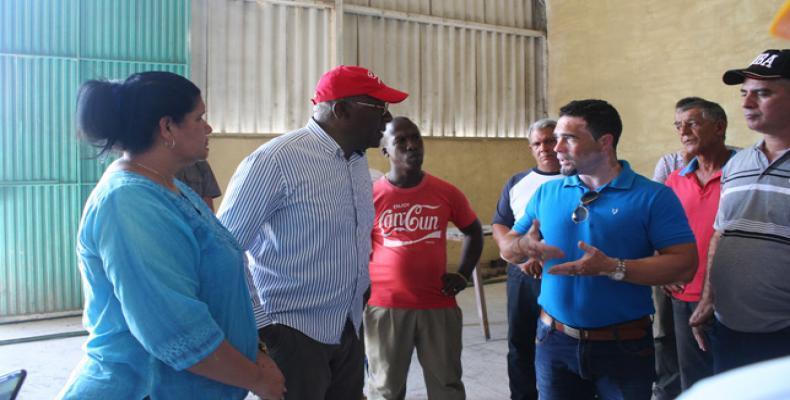 El alto dirigente se interesó por las características de la planta y convocó a los trabajadores a ser eficientes en su gestión. Foto: Rommell González Cabrera
