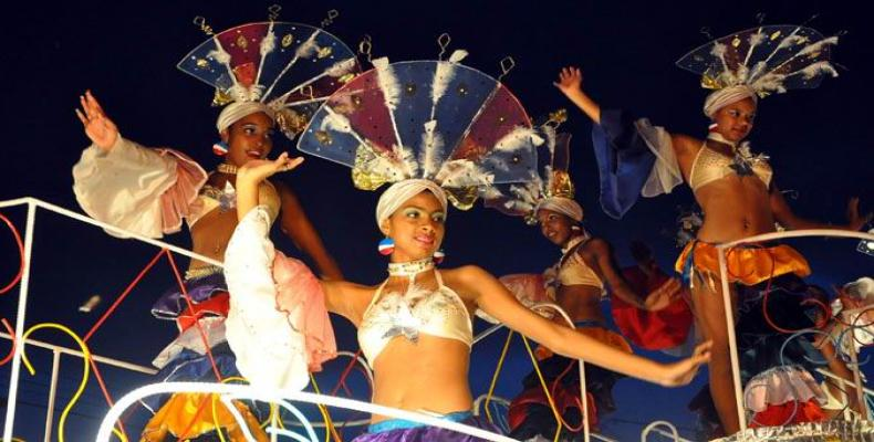Dancers and floats in Havana's Carnival