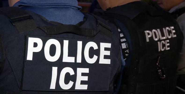 ICE agents await migrants on the border.  Photo: AP