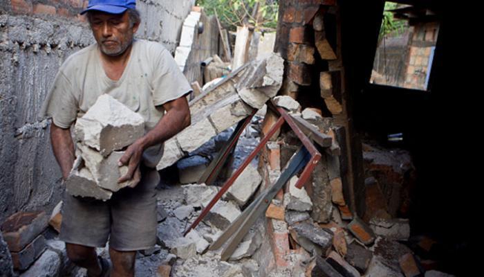 El gobierno de Nicaragua inició la entrega de ochocientas cubiertas para viviendas, como parte del Plan Techo, destinado a familias damnificadas por el terremot