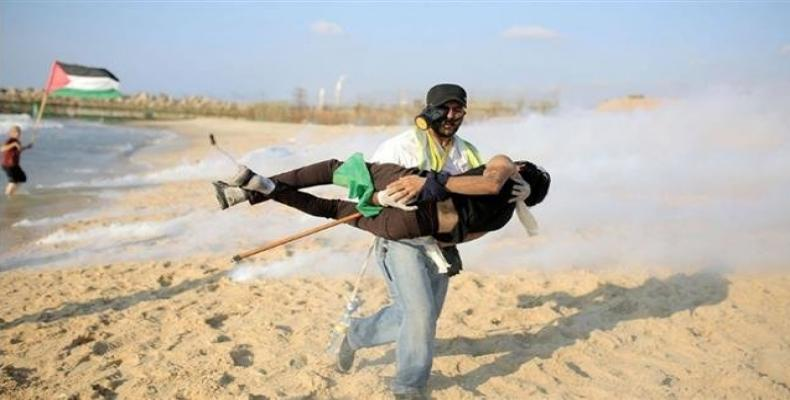 At least 20 Palestinians are wounded by live Israeli ammunition during a demonstration along Gaza's territorial waters.  Photo: Press TV