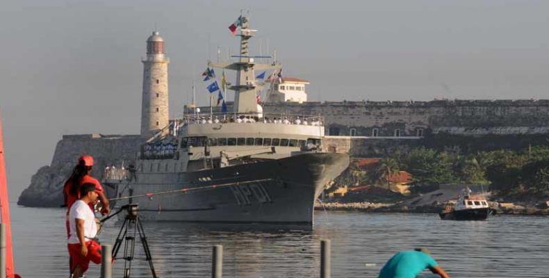 En la nave multipropósito viajan 184 alumnos, 55 clases y marineros, 28 oficiales y 13 infantes de marina. Foto: Archivo