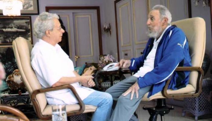 Fidel Castro (D) dialogando con Frei Betto (I). Foto: Archivo
