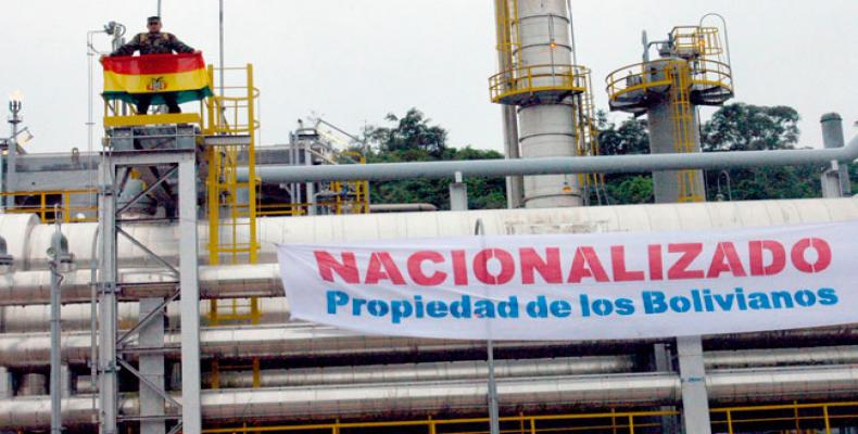 1º de mayo de 2006, fecha en que se nacionalizaron los hidrocarburos en Bolivia. (Foto archivo: www.bolivia.com)