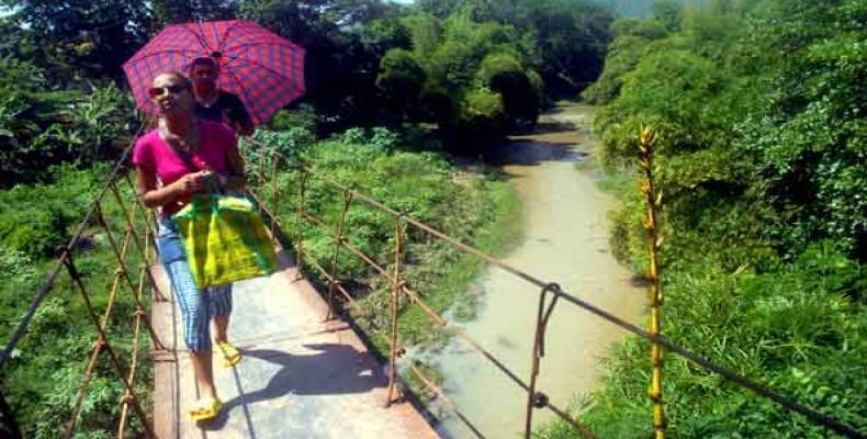 Esta vía es indispensable para muchos pobladores del Segundo Frente. Fotos: Miguel Rubiera Justiz