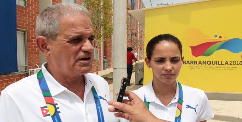 Fidel Hernández, comisionado, y su hija Lisbet Hernández, fusilera . Foto: Roberto Morejón