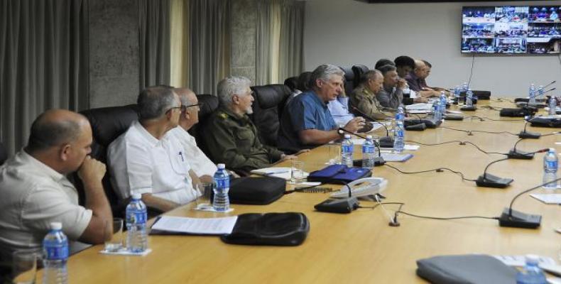 Díaz-Canel prezidas laborkunsidon pri laboreco kaj investa programo