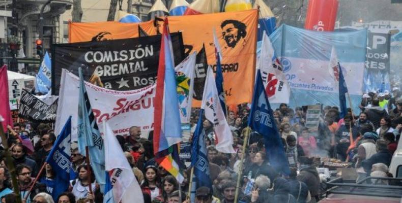 Concentración en la Plaza de Mayo contra gobierno de Macri
