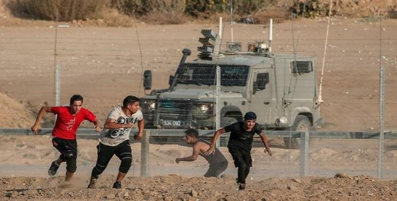 Palestinian protesters along the border with the Israeli-occupied territories. (Photo: AFP)