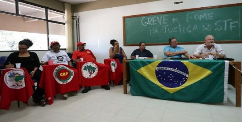 João Pedro Stedele introduces people who will carry out an indefinite hunger strike for Lula's freedom and for the resumption of democracy.  Photo: Lula Marques