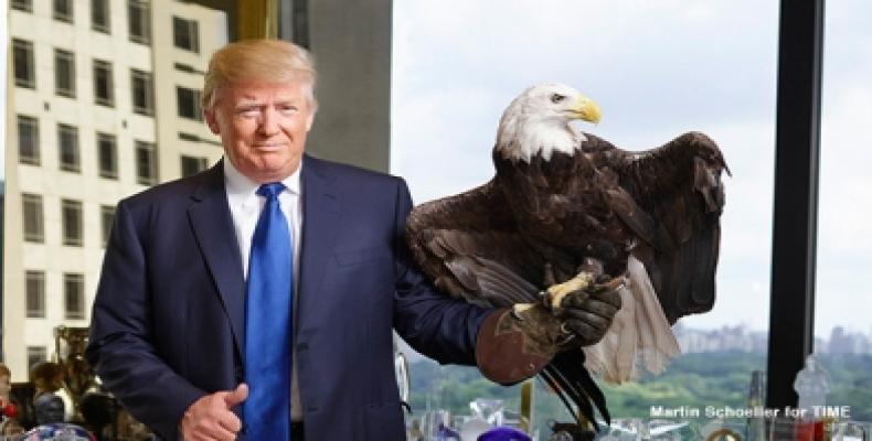 Las ínfulas de grandeza imperial de Trump no le alcanzan para comprender aquella sentencia antigua de que la puntualidad, es la cortesía de los reyes. Foto/Arch