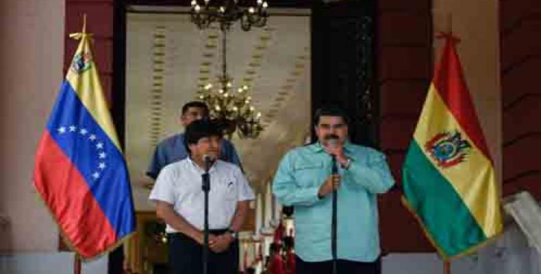 Evo Morales y Nicolás Maduro ofrecen declaraciones a la prensa, desde el Palacio de Miraflores. Imagen:PL
