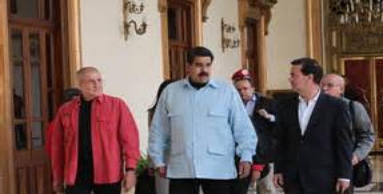 Maduro y los delegados del gobierno y el Eln de Colombia