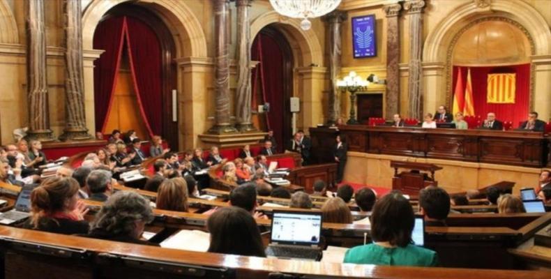 Parlamento da Catalunha exige liberdade dos políticos independentistas detidos.