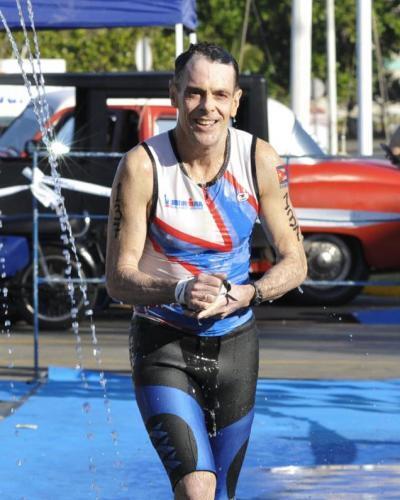 Wade Lambert, journaliste du Wall Street Journal, au triathlon de La Havane. Photo: Granma