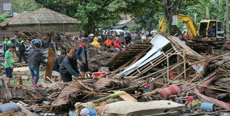 Desastres causado por el tsunami que afectó a Indonesia el sábado 22 de diciembre. Foto: AP.