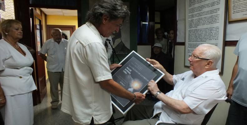 Director de Radio Habana Cuba, Isidro Fardales, junto al Presidente de la Sociedad Cultural José Martí, Armando Hart Dávalos Armando Hart Dávalos. Foto/Maite Gl