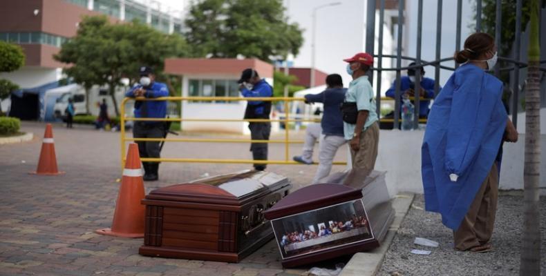 Feretros en las calles de Guayaquil