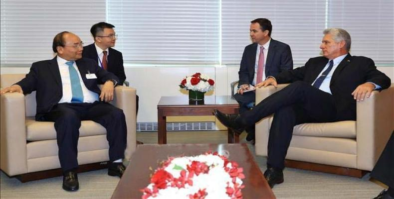 Nguyen Xuan Phuc (I) y Díaz-Canel (D) en Nueva York. Foto tomada de PL