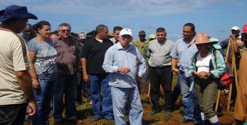 Machado Ventura en centro agrícola de Perico