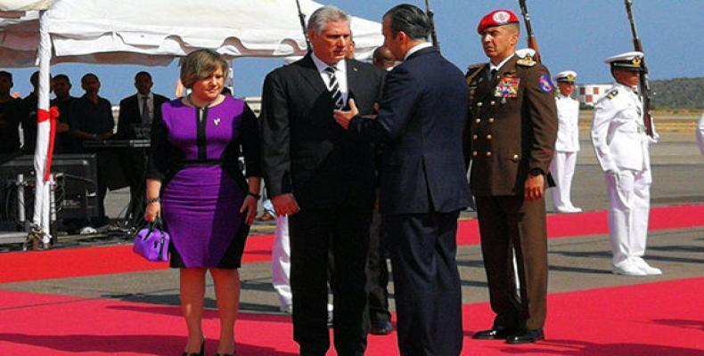 Cuban president flew to Caracas with his wife Liz Cuesta. Estudio Revolucion Photo
