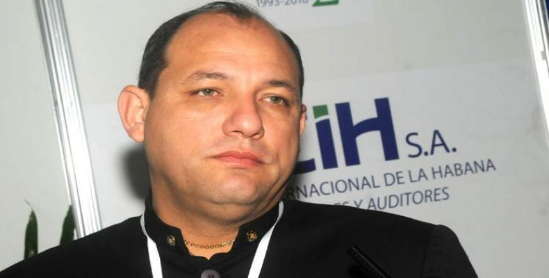 Ministro venezolano de Educación Universitaria, Ciencia y Tecnología, Hugbel Roa, denunció una posible intervención militar a su país.Foto:PL.