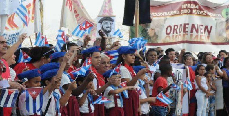 La clase obrera santiaguera protagonizará mañana otro histórico desfile por el Primero de Mayo.Foto:Omara García Mederos/ACN