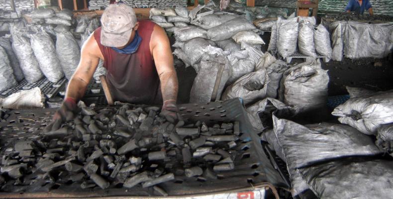 El carbón vegetal es un importante renglón para la economía cubana. Fotos: Archivo
