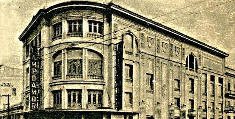 El teatro Campoamor, enclavado en la esquina de Industria y San José, centro de la vida política y cultural de La Habana. Foto: Archivo de Granma.