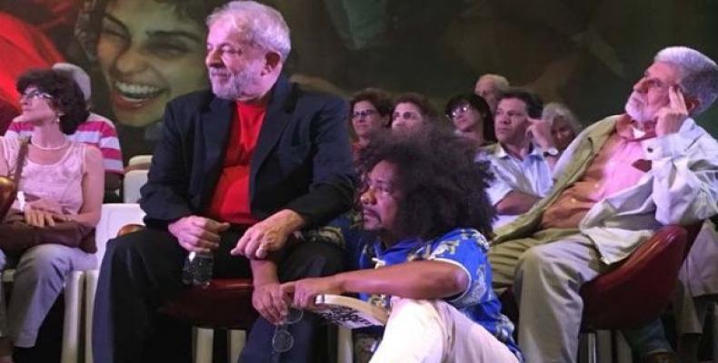 Lula reunido con artistas e intelectuales en Sao Paulo