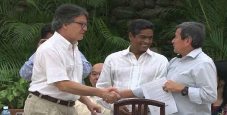 Gustavo Bell ( Government´s negotiator, Left), Ivan Mora (Cuban guarantor, Center), Pablo Beltran (ELN Negotiator, Right)