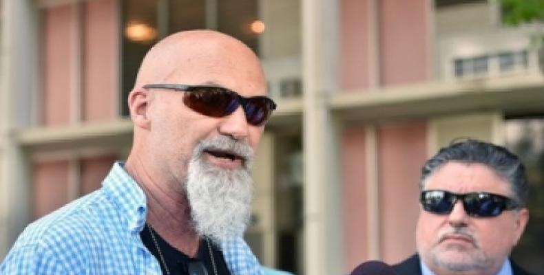 El investigador privado Joe Carrillo y el abogado Rick Yabor. Foto: Diario Las Américas
