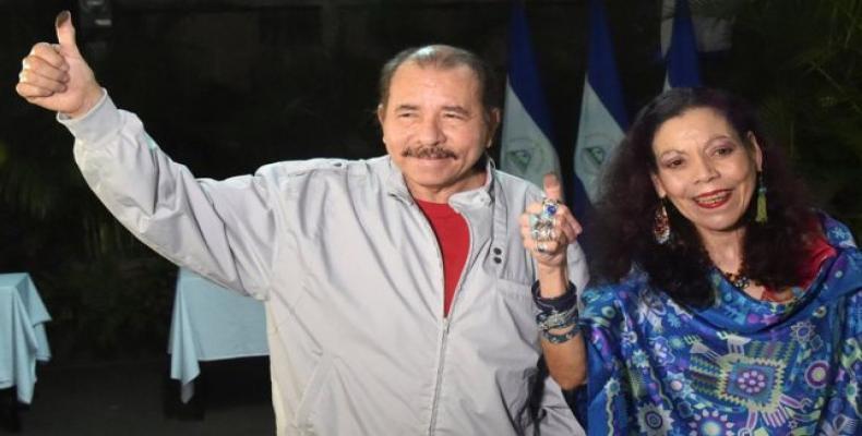 A Daniel Ortega y Rosario Murillo les satisfacen los resultados del proceso eleccionario en la nación caribeña. Foto: Archivo