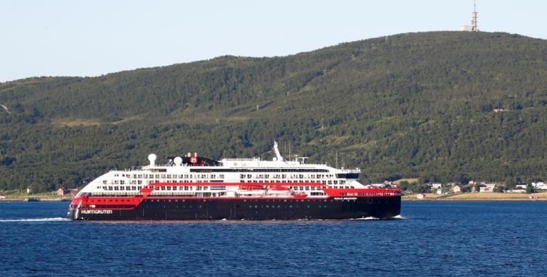 MS Roald Amundsen leaves a port in Tromso, Norway. (Photo: Terje Pedersen/NTB Scanpix/ via Reuters)