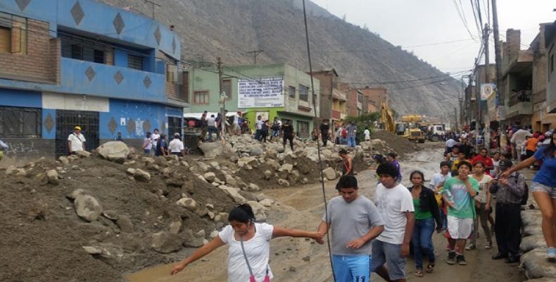Perú, víctima de fuertes lluvias, las cuales provocaron desbordes de ríos, avalanchas e inundaciones, con un saldo hasta ahora de 75 fallecidos, 11 desaparecid