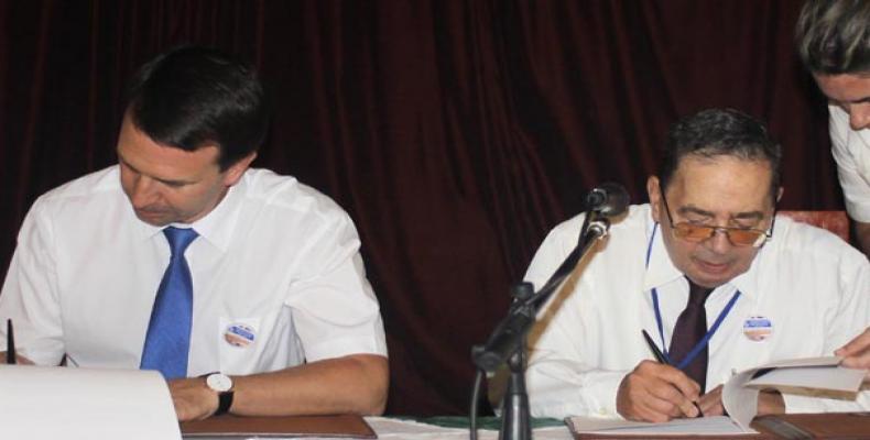 Representantes de Cuba y Rusia firman acuerdo