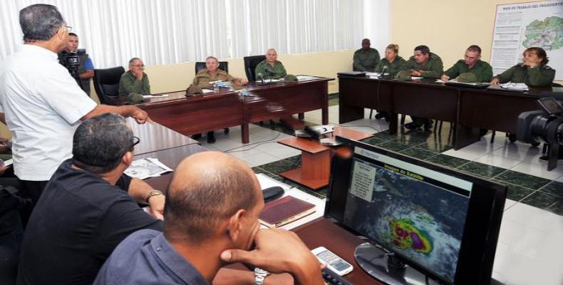 Raúl Castro en reunión del Consejo de Defensa de Guantánamo