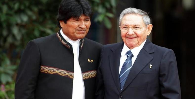 Morales with Raúl Castro in one of his visits to Havana. File photo