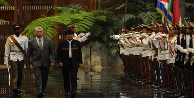 El presidente cubano, Miguel Díaz-Canel, recibió en La Habana a su par de Bolivia, Evo Morales.Foto:PL.