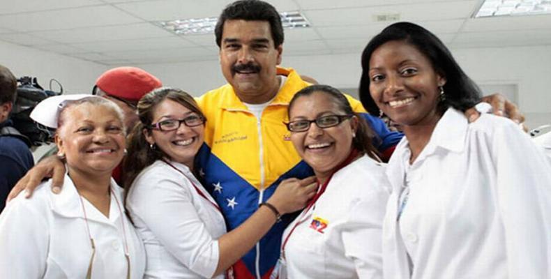 El jefe de Estado resaltó la profesionalidad y dedicación de los especialistas cubanos en Venezuela.Imágen:Internet.
