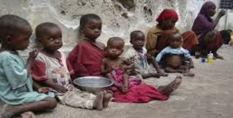 La Unión Africana entregó a Somalia un donativo de 100 000 dólares para auxiliar a las personas desplazadas por la sequía en el Cuerno Africano.