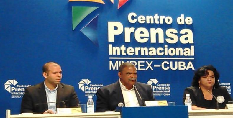 Foto de Denisse Cortina tomada en la conferencia de prensa