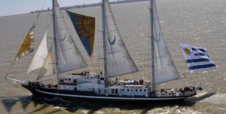 Arriba a La Habana buque escuela uruguayo. Foto: PL.