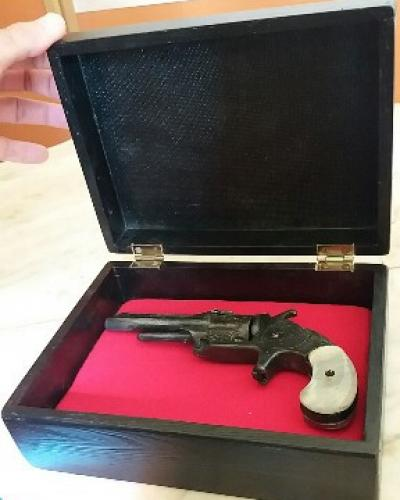 Réplica del revolver de Céspedes.Foto:RReloj.