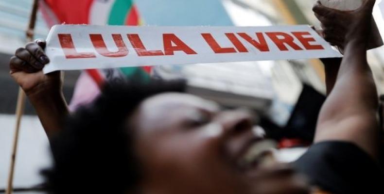 A Brazilian displays a sign reading Free Lula in Sao Paulo, Brazil, February 7, 2019.  Photo: Reuters
