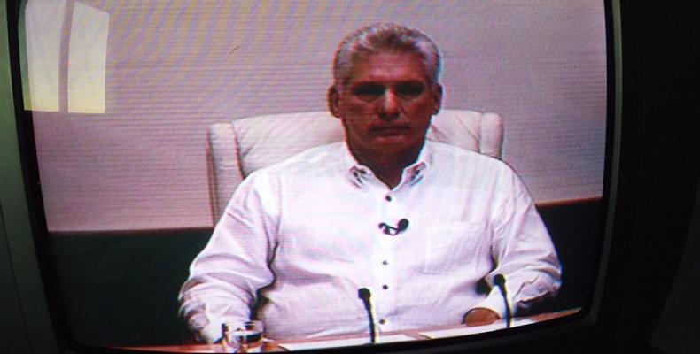 Díaz-Canel en el espacio radiotelevisivo. Fotos tomadas del TV