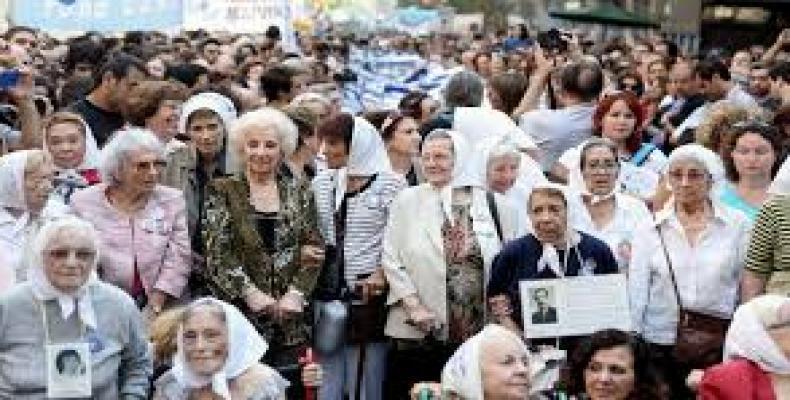 Madres de la Plaza de Mayo en anterior protesta contra gobierno de Macri