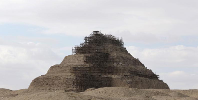 Trabajos de restauración en la pirámide de Zoser, sur de El Cairo, Egipto / Mohamed Abd El Ghany / Reuters