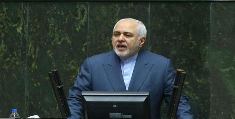 Mohammad Javad Zarif addresses a session of the Parliament.  (Photo: ICANA)