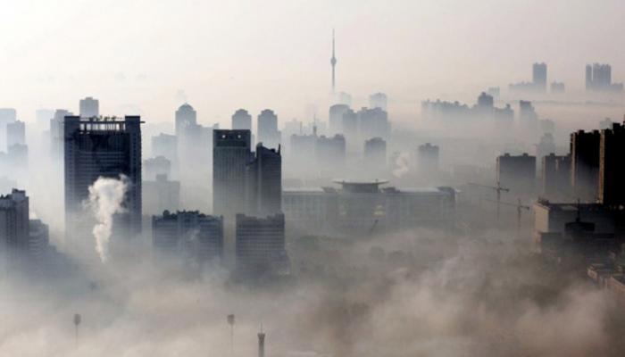 Muchos bebés viven en áreas donde la contaminación atmosférica es al menos seis veces mayor que los límites internacionales permitido. Foto: Archivo
